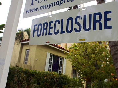 Foreclosure On a Credit Report - Angella Raisian